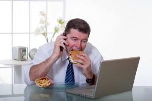 Resultado de imagen de imagenes comer delante de la tele